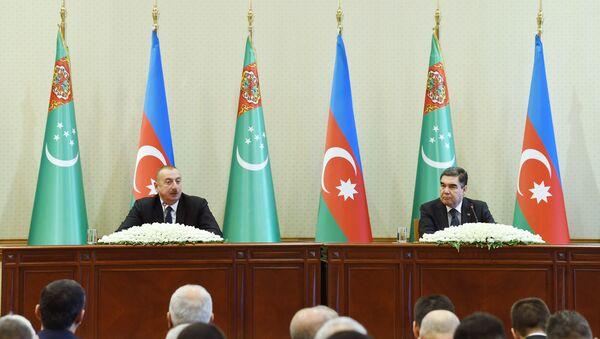 Президенты Азербайджана и Туркменистана выступили с совместным заявлением для печати - Sputnik Азербайджан
