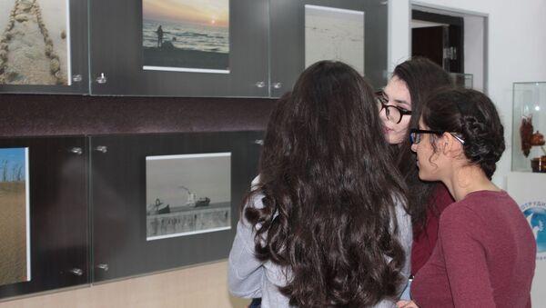 В РИКЦ открылась фотовыставка Д.Гужели Сюжеты о России - Sputnik Азербайджан