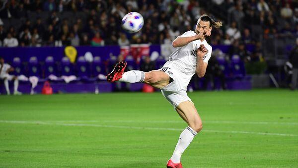 Нападающий футбольной команды Лос-Анджелес Златан Ибрагимович - Sputnik Azərbaycan