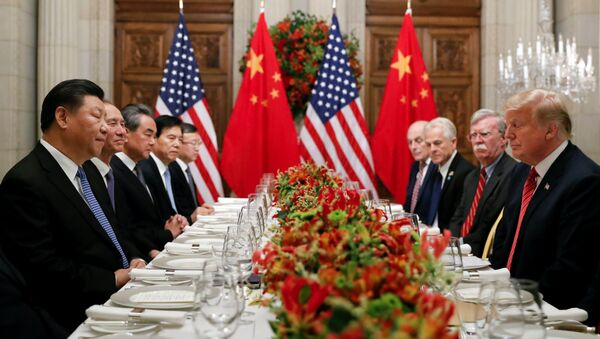 Президент США Дональд Трамп, государственный секретарь США Майк Помпео, советник президента США Джон Болтон и президент Китая Си Цзиньпин на рабочем совещании после саммита лидеров G20 в Буэнос-Айресе, Аргентина  - Sputnik Азербайджан