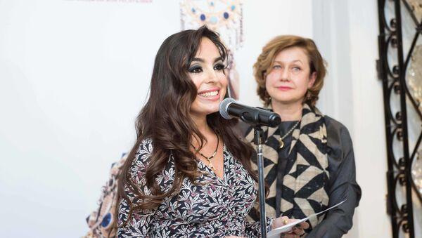 Лейла Алиева на открытии выставки Семь красавиц в Москве - Sputnik Азербайджан