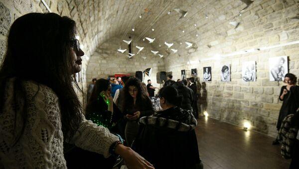 Фотовыставка Красивое отцовство в галерее Art Tower - Sputnik Азербайджан