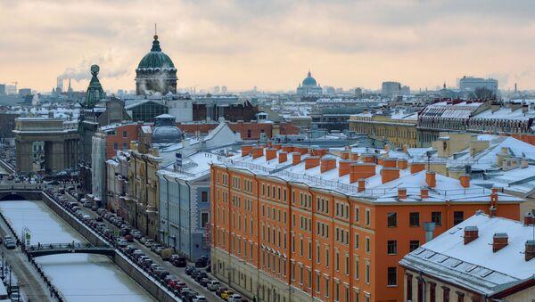 Вид на канал Грибоедова, дом Зингера и Казанский собор с купола собора Спаса на Крови в Санкт-Петербург - Sputnik Азербайджан