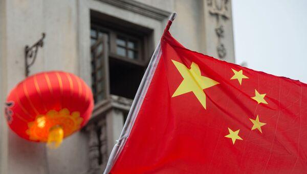Флаг Китая на пешеходной на улице Хэфан в городе Ханчжоу, фото из архива - Sputnik Азербайджан