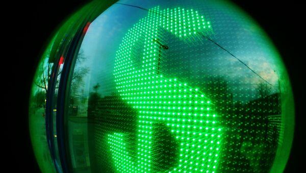 Табло курса доллара в витрине операционной кассы - Sputnik Азербайджан