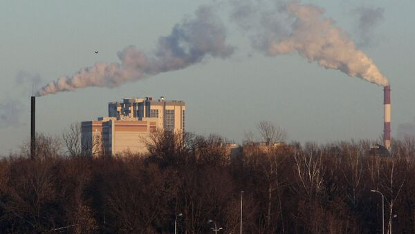 Дым из труб Теплоэлектростанции, фото из архива - Sputnik Азербайджан