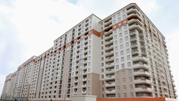 Семьи шехидов, инвалиды Карабахской войны и 20 января сегодня получили 145 квартир в новых зданиях жилого комплекса Göy qurşağı - Sputnik Азербайджан