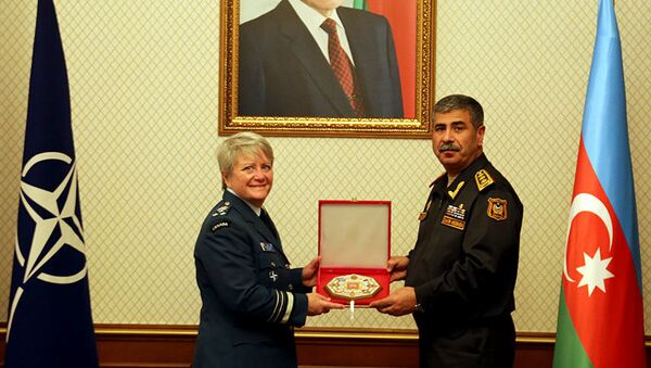 Министр обороны встретился с начальником Оборонного колледжа НАТО - Sputnik Азербайджан