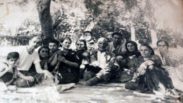 Члены семьи Моллы Мустафы Шейхзаде - Sputnik Азербайджан