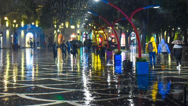 Дождь в Баку - Sputnik Азербайджан