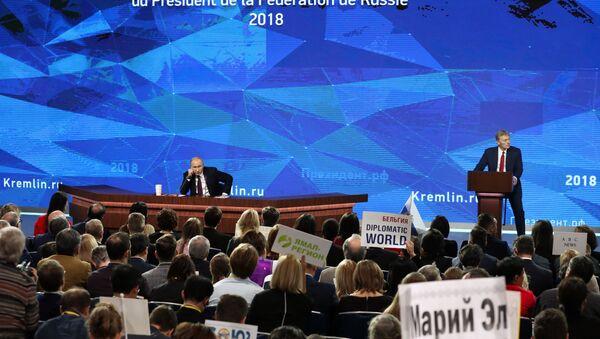 Ежегодная большая пресс-конференция президента РФ В. Путина - Sputnik Азербайджан