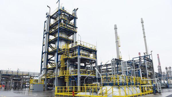 Президент Ильхам Алиев принял участие в открытии битумной установки и пункта заправки сжиженным газом на Бакинском нефтеперерабатывающем заводе - Sputnik Азербайджан
