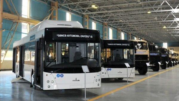 На Гянджинский автозаводе впервые с конвейера сошли электробусы E-321 - Sputnik Азербайджан