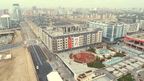 Президент Ильхам Алиев ознакомился с проделанной и предстоящей работой в Баку Белом городе - Sputnik Azərbaycan