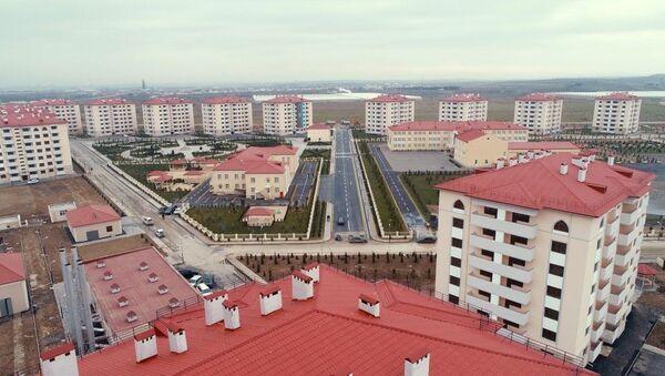 Сдан в эксплуатацию жилой комплекс, заложенный для семей вынужденных переселенцев в Абшеронском районе - Sputnik Азербайджан