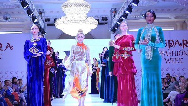 Гюльнара Халилова представит двадцать нарядов из коллекций Туран и Прикосновение на Неделе моды в Стамбуле - Sputnik Азербайджан
