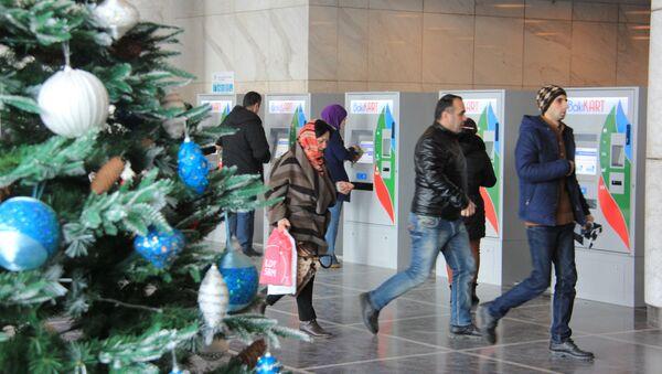 Елка в переходе метро в Баку - Sputnik Азербайджан