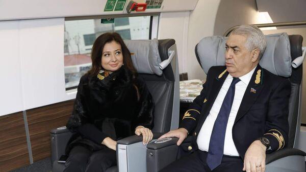Bakı-Gəncə-Bakı sürət qatarının ilk sərnişinləri - Sputnik Azərbaycan