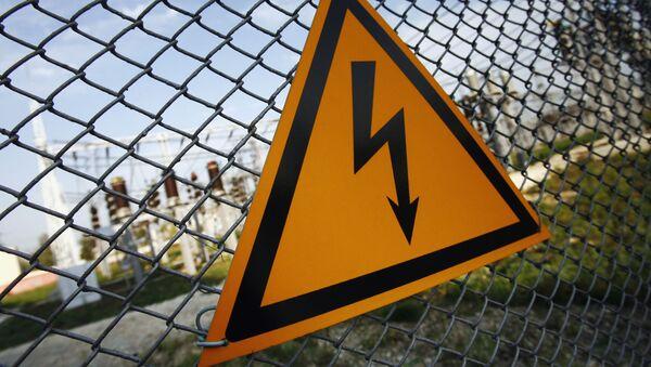 Знак, предупреждающий о высоком напряжении - Sputnik Азербайджан