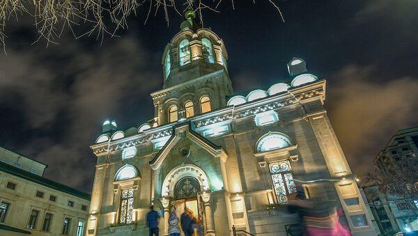 Рождественское богослужение в Кафедральном соборе Жен Мироносиц в Баку. 7 января 2019 года. - Sputnik Азербайджан