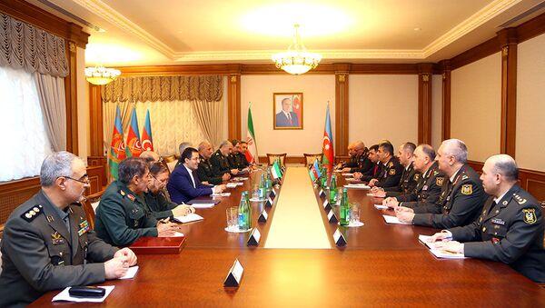Обсуждены перспективы развития азербайджано-иранского военного сотрудничества - Sputnik Азербайджан