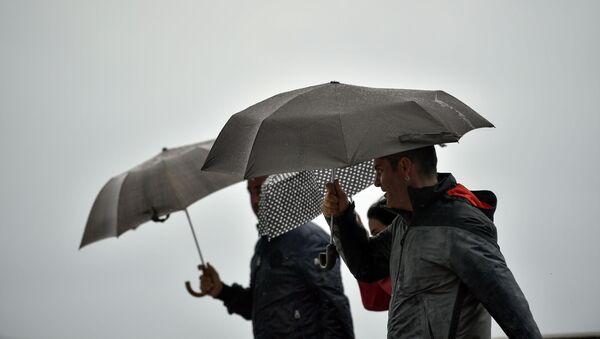 Дождь, фото из архива - Sputnik Азербайджан