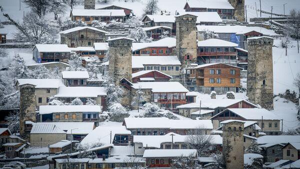 Сванские башни в поселке Местиа, Верхняя Сванетия - Sputnik Azərbaycan