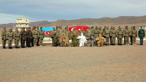 Завершился очередной курс подготовки снайперов в войсках Нахчыванского гарнизона - Sputnik Азербайджан