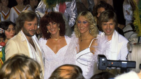 Шведская поп-группа ABBA с прессой, 2 июня 1980 года, в Стокгольме - Sputnik Азербайджан