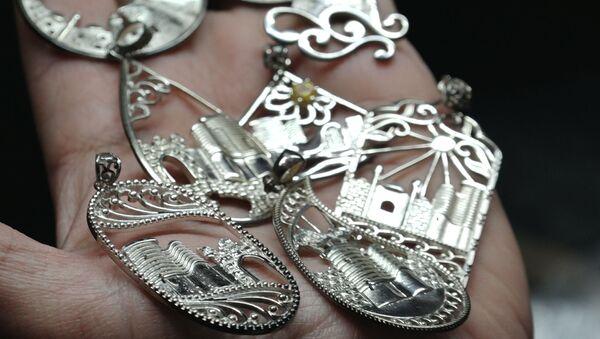 В мастерской ювелира: какие украшения увозят туристы из Баку - Sputnik Азербайджан
