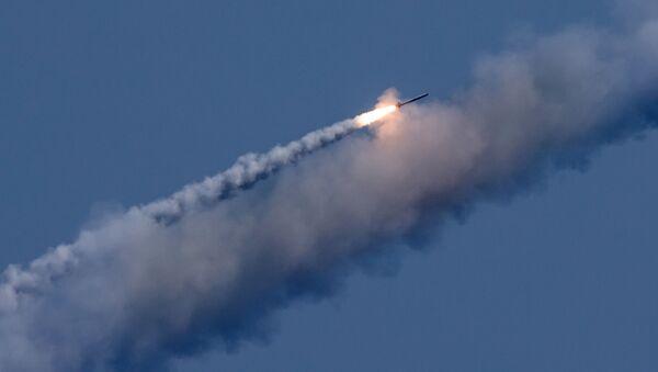 Kalibr raketinin nişana doğru uçuşu - Sputnik Azərbaycan