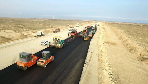 Строительство новой автомобильной дороги, фото из архива - Sputnik Азербайджан