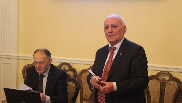 Yaqub Mahmudovun xarici dillərdə çap olunan kitablarının təqdimatı olub - Sputnik Azərbaycan