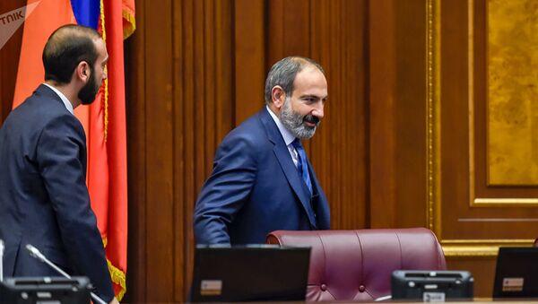 Ermənistan baş naziri Nikol Paşinyan və parlamentin spikeri Ararat Mirozyan - Sputnik Azərbaycan