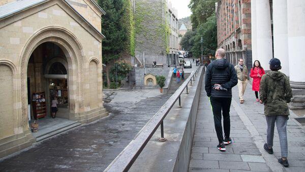 Прохожие на улице Тбилиси - Sputnik Азербайджан