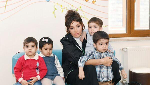 Мехрибан Алиева встретилась с воспитанниками Дома малютки номер один - Sputnik Азербайджан