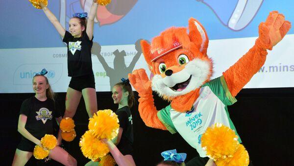 Талисман II Европейских игр лисенок Лесик на презентации в Минске - Sputnik Азербайджан