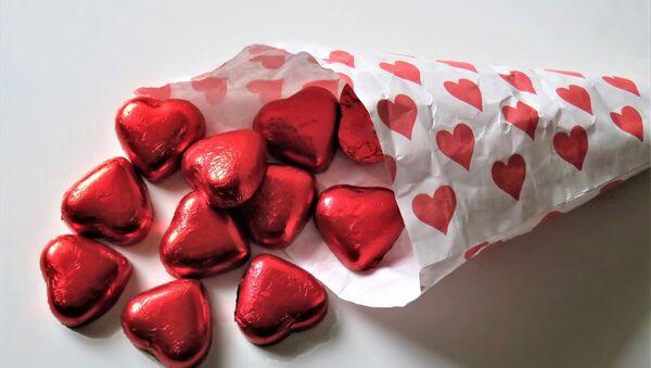 Конфеты в виде красных сердечек - Sputnik Азербайджан