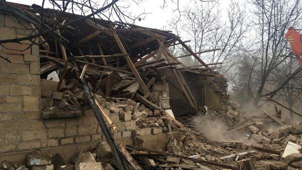 Обрушенный дом, фото из архиа - Sputnik Азербайджан