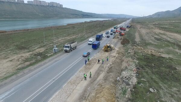 Ремонтные работы на 11-километровом участке автодороги Ходжасан-Локбатан - Sputnik Азербайджан