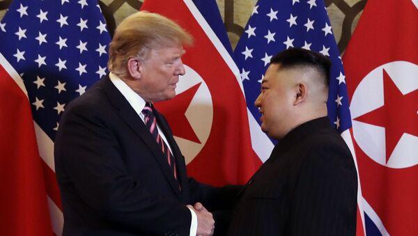 Президент Дональд Трамп встречается с северокорейским лидером Ким Чен Ыном - Sputnik Азербайджан