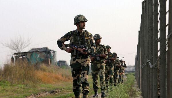 Индийские военные на границе с Пакистаном - Sputnik Azərbaycan