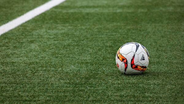 Футбольное поле и мяч - Sputnik Azərbaycan