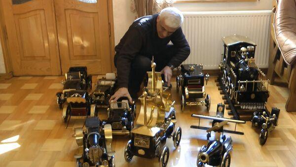 Грузинский мастер делает модели машин из старых швейных машинок - Sputnik Азербайджан