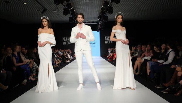 Всемирно известный норвежский дизайнер азербайджанского происхождения Шервин Наджафпур представила на Недели моды в Антальи свою новую коллекцию I'm a Star (Я звезда) с лозунгом Я хочу домой – в Карабах - Sputnik Азербайджан