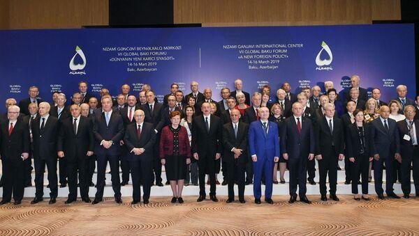 İlham Əliyev VII Qlobal Bakı Forumun açılışında iştirak edir - Sputnik Азербайджан