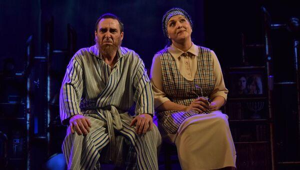 На сцене Азербайджанского государственного русского драматического театра была представлена музыкальная комедия Брачный договор  - Sputnik Азербайджан