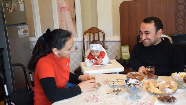 Они нашли друг друга: история любви семейной пары инвалидов - Sputnik Азербайджан