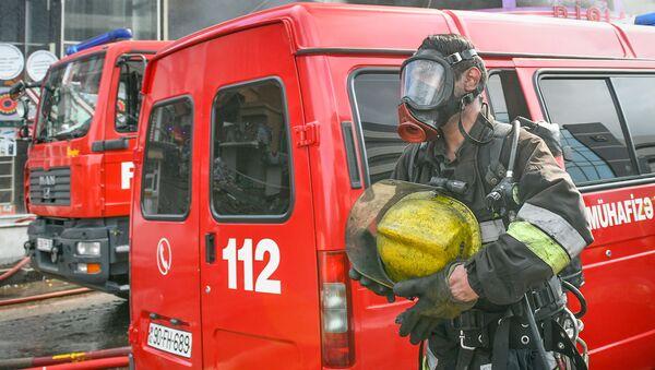 Пожарные расчеты, фото из архива - Sputnik Азербайджан