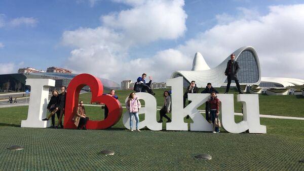 Студенты Московского государственного университета имени Михаила Ломоносова (ИСАА) в Баку - Sputnik Азербайджан
